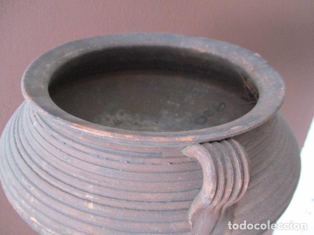 Antigüedades: PRECIOSO, ANTIGUO MACETERO CATALÁN DE CERÁMICA - NUMERADO - Foto 9 - 152905054