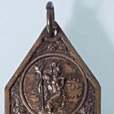 Antigüedades: ANTIGUO COLGANTE SAN CRISTOBAL ( AÑOS 50/60 ). Lote 152934826