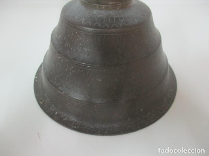 Antigüedades: Antigua Pareja de Candelabros de Altar, Iglesia - Bronce Cincelado - 70 cm Altura - S. XVIII-XIX - Foto 7 - 152942154