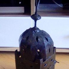 Antigüedades: ANTIGUO FAROL PARA VELA. METAL.. Lote 153059218