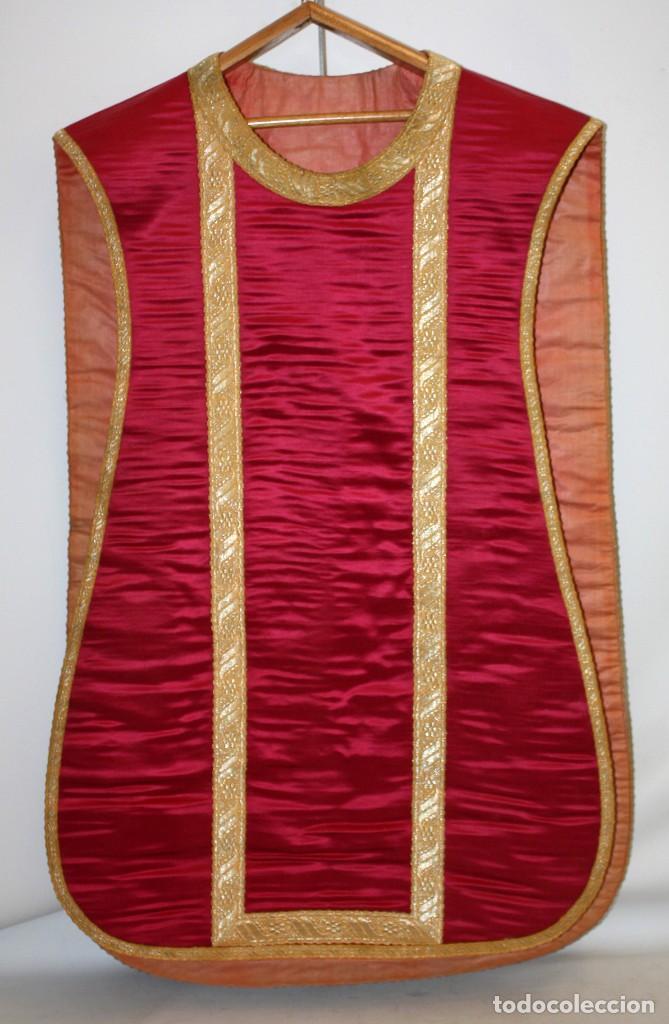 Antigüedades: CASULLA EN ROPA DE SEDA, PASAMENERIA DORADA Y PEDRERIA CON SU ESTOLA. CIRCA 1890 - 1900 - Foto 4 - 153080274