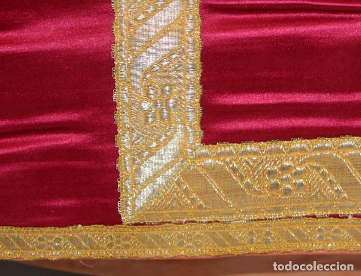 Antigüedades: CASULLA EN ROPA DE SEDA, PASAMENERIA DORADA Y PEDRERIA CON SU ESTOLA. CIRCA 1890 - 1900 - Foto 8 - 153080274