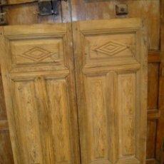 Antigüedades: PUERTAS DE ALACENA TALLADAS CON ROMBOS . Lote 153098966