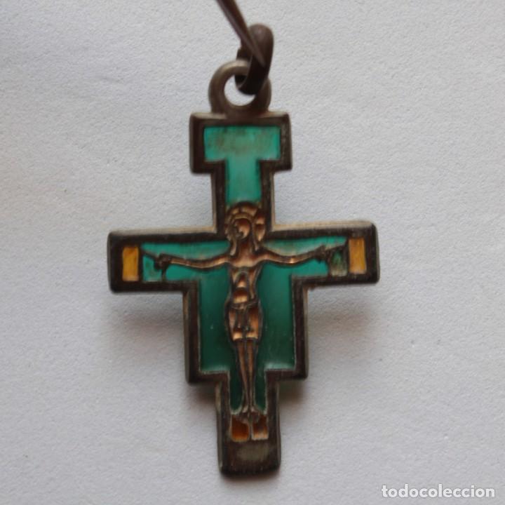 RARA CRUZ DE SAN DAMIAN TRASLUCIDA CRISTAL EMBUTIDO EN PELTRE (Antigüedades - Religiosas - Crucifijos Antiguos)