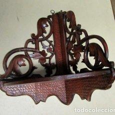 Antigüedades: MENSULA RINCONERA ANTIGUA EN MADERA DE FRUTAL TALLADA . Lote 153109810