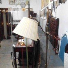 Antigüedades: LÁMPARA DE PIE DORADA PANTALLA BLANCA. Lote 153176370