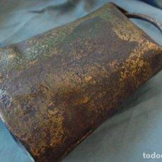 Antigüedades: CENCERRO METÁLICO ANTIGUO. Lote 153186070