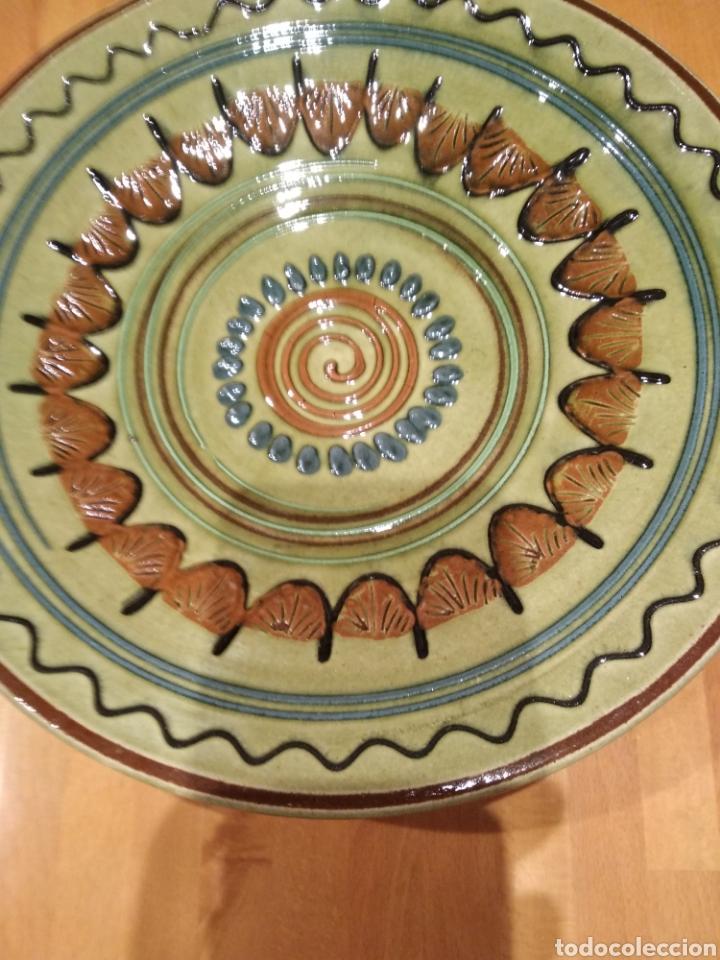Antigüedades: Plato de cerámica de la Bisbal. - Foto 2 - 153253472