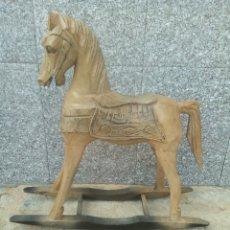 Antigüedades: CABALLO ANTIGUO DE MADERA. Lote 153253993