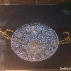 Antigüedades: CENTRO DE MESA DE BRONCE Y CRISTAL TALLADO. Lote 153268026