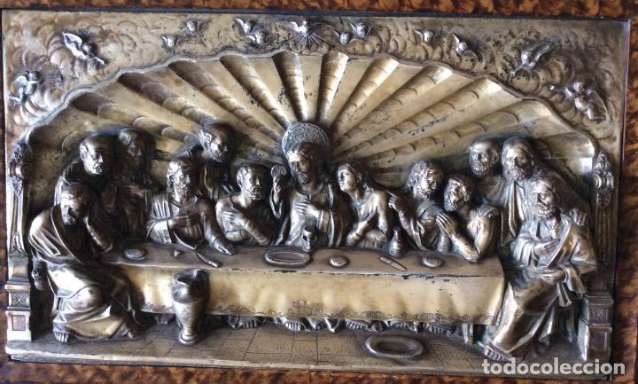 Antigüedades: ANTIGUA PLACA DE LA SAGRADA CENA EN RELIEVE-CON MARCO DE ÉPOCA - 71 x 47 CM - Foto 2 - 108720963