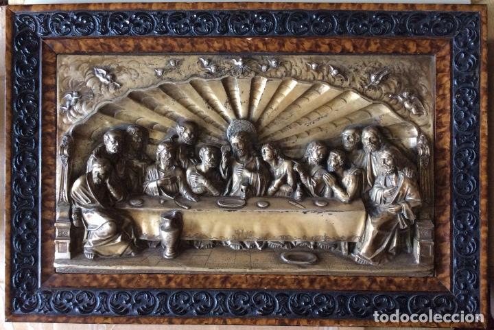 ANTIGUA PLACA DE LA SAGRADA CENA EN RELIEVE-CON MARCO DE ÉPOCA - 71 X 47 CM (Antigüedades - Religiosas - Orfebrería Antigua)
