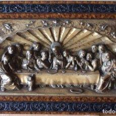 Antigüedades: ANTIGUA PLACA DE LA SAGRADA CENA EN RELIEVE-CON MARCO DE ÉPOCA - 71 X 47 CM. Lote 108720963