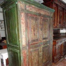 Antigüedades: ALACENA ANTIGUA INDU CON 4 PUERTAS Y 2 CAJONES, TALLADA Y POLICROMADA. Lote 153343234