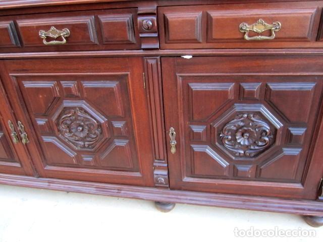 Antigüedades: Aparador librero antiguo en madera de nogal - Foto 4 - 153343686