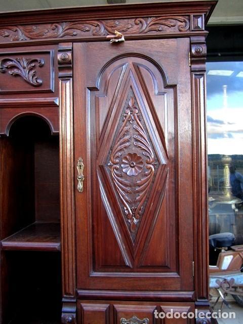 Antigüedades: Aparador librero antiguo en madera de nogal - Foto 5 - 153343686