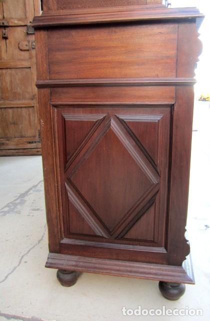 Antigüedades: Aparador librero antiguo en madera de nogal - Foto 8 - 153343686