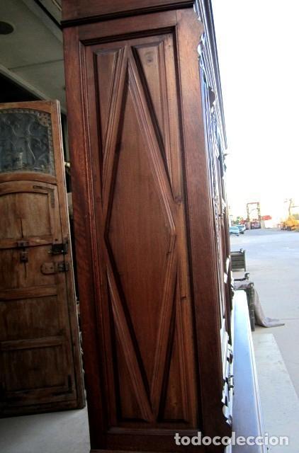 Antigüedades: Aparador librero antiguo en madera de nogal - Foto 9 - 153343686