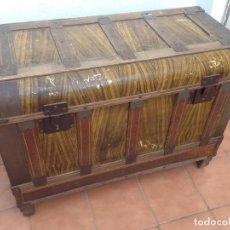 Antigüedades: ANTIGUO BAUL LATON BRONCE Y MADERA CARRASCAL CASA RURAL RUSTICA COLECCION. Lote 153343766