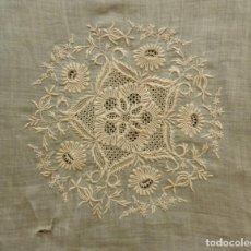 Antigüedades: ANTIGUA PIEZA DE ENCAJE SOBRE MUSELINA - S.XIX. Lote 153347574