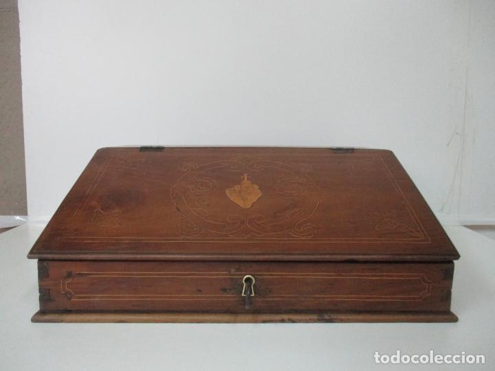 Antigüedades: Pequeño Escritorio de Viaje Antiguo - Canterano Catalán - Madera de Nogal y Marquetería - S. XVIII - Foto 2 - 153351242