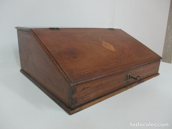 Antigüedades: Pequeño Escritorio de Viaje Antiguo - Canterano Catalán - Madera de Nogal y Marquetería - S. XVIII - Foto 5 - 153351242