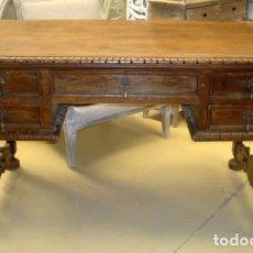 Antigüedades: MESA DE DESPACHO ANTIGUA EN MADERA DE ROBLE TALLADO . Lote 153370894