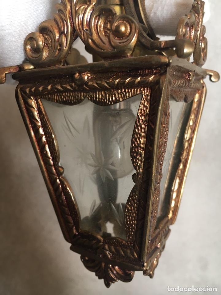 ANTIGUO FAROLILLO DE PARED METAL DORADO Y CRISTAL CON DIBUJO TALLADO, LÁMPARA (Antigüedades - Iluminación - Faroles Antiguos)
