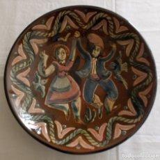 Antigüedades: PLATO CERAMICA DECORACION SARDANISTA - VILA CLARA - 31.5 CMS. Lote 153530994