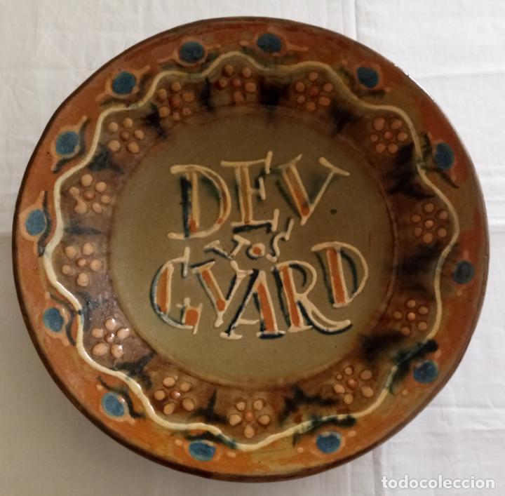 PLATO CERAMICA DECORACION - DEU VOS GUARD - VILA CLARA - 31 CMS (Antigüedades - Porcelanas y Cerámicas - Catalana)