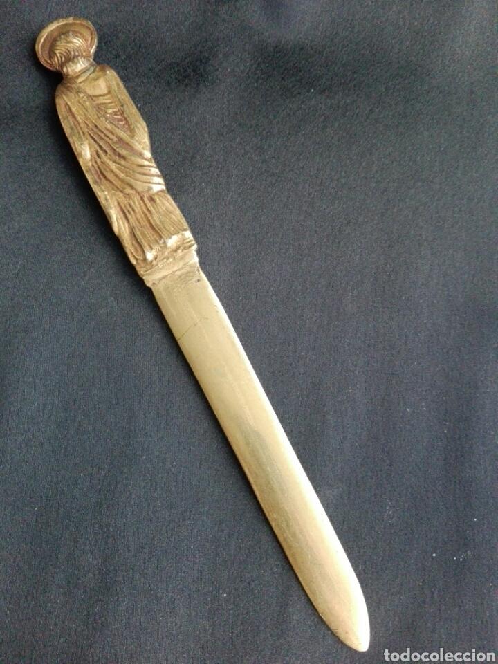 Antigüedades: Gran abrecartas pincho punta bronce unico Apostol San Pedro en bronce escribania - Foto 5 - 153553180