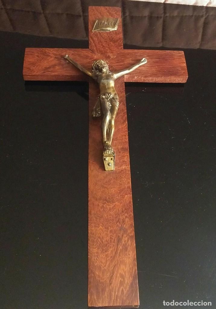CRUCIFIJO DE PARED DE MADERA (Antigüedades - Religiosas - Crucifijos Antiguos)