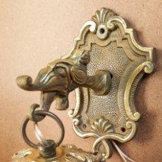 Antigüedades: APLIQUE DRAGON DE BRONCE Y TULIPA. Lote 153623702