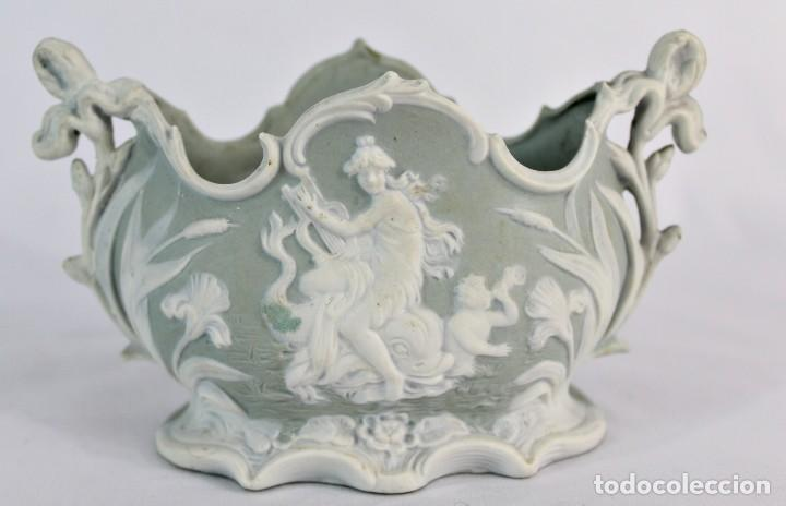 VIOLETERO EN PORCELANA BISCUIT INGLESA. S XIX. (Antigüedades - Porcelanas y Cerámicas - Inglesa, Bristol y Otros)