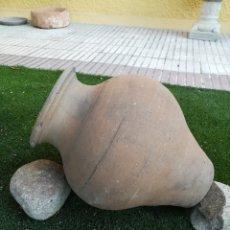 Antigüedades: TINAJA DE BARRO ANTIGUA.MOTA DEL CUERVO.. Lote 153649462