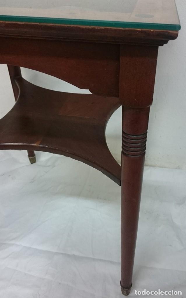 Antigüedades: Antigua mesa auxiliar de caoba cubana de los certales del Casino Mercantil de Zaragoza. 64x46x46 - Foto 3 - 153665286