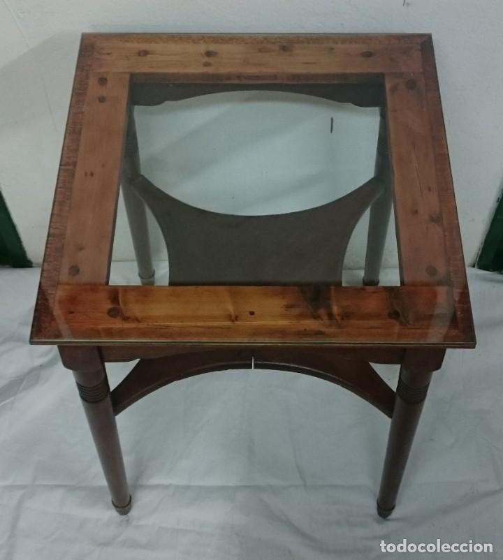 Antigüedades: Antigua mesa auxiliar de caoba cubana de los certales del Casino Mercantil de Zaragoza. 64x46x46 - Foto 4 - 153665286