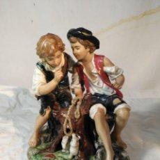Antigüedades: FIGURA REPRESENTANDO 2 NIÑOS, MARCAS EN LA BASE . Lote 153668362