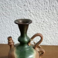 Antigüedades: PEQUEÑO BOTIJO /CERÁMICA ORTEGA /SELLADO RECUERDO MONASTERIO DE PIEDRA. Lote 153673965