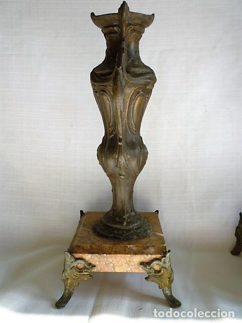 Antigüedades: PAREJA DE BUCAROS DE CAPILLA EN CALAMINA CON BASE DE MARMOL BISELADO – MUY ANTIGUOS – - Foto 4 - 153687710