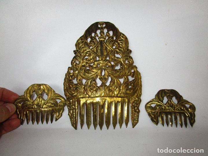 Antigüedades: ESPECTACULAR JUEGO PEINETAS XIX ANTIGUAS TAMAÑO INFANTIL IDEAL FALLERA LATON BURILADO A MANO - Foto 2 - 153717870