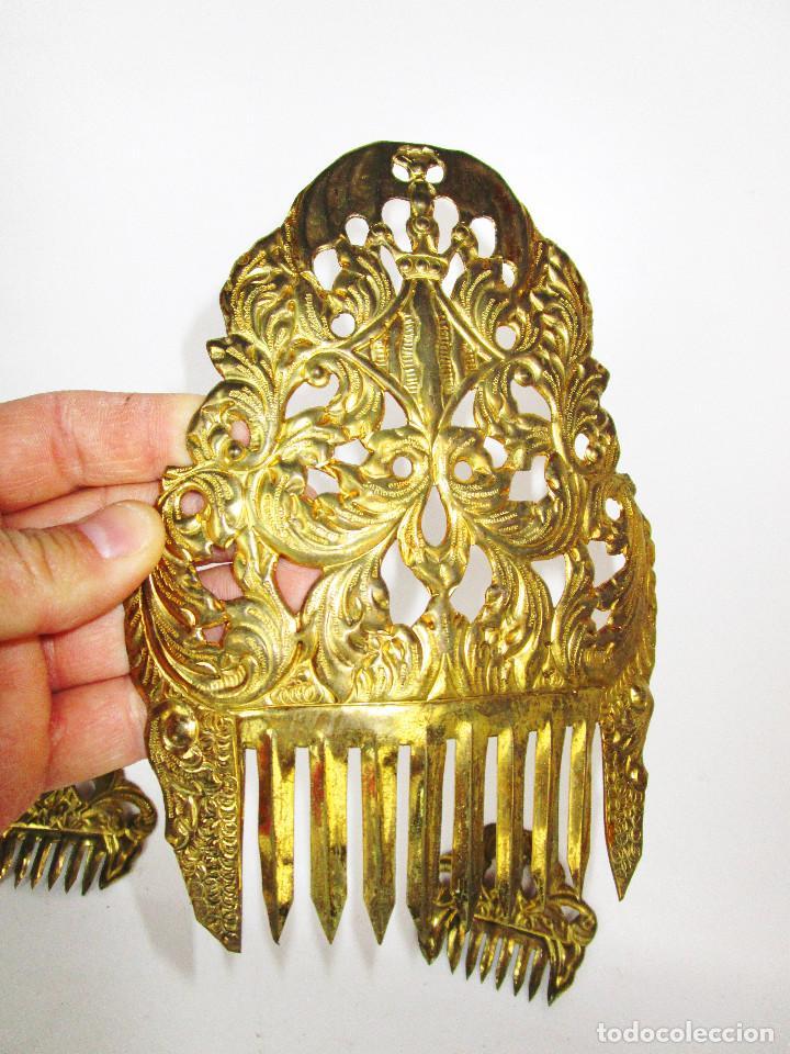 Antigüedades: ESPECTACULAR JUEGO PEINETAS XIX ANTIGUAS TAMAÑO INFANTIL IDEAL FALLERA LATON BURILADO A MANO - Foto 3 - 153717870