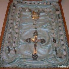 Antigüedades: ANTIGUO Y PRECIOSO ROSARIO DE... PLATA... CUENTAS Y CRUZ DE NACAR..CON SU CAJA ORIGINAL...SIGLO XIX.. Lote 153812250