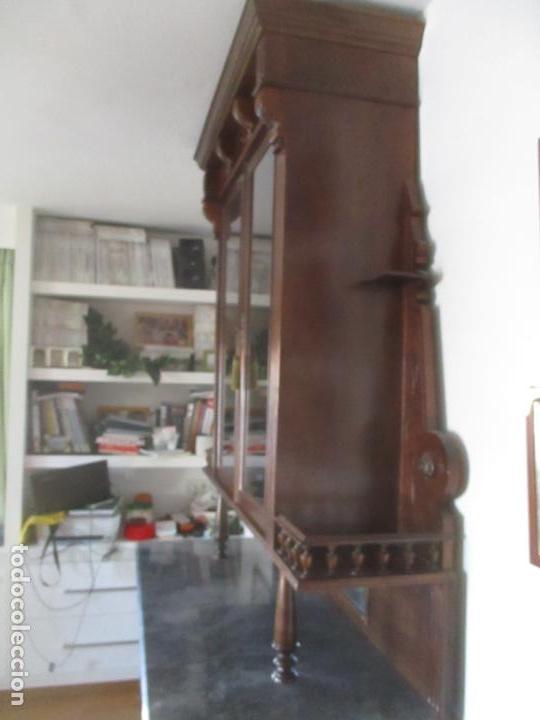 Antigüedades: Antigua Vitrina Alfonsina - Madera de Nogal - Mármol Gris - Bufete, Espejo y Vitrina -Finales S. XIX - Foto 14 - 153826146