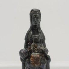 Antigüedades: IMAGEN ANTIGUA DE NUESTRA SEÑORA DE MONTSERRAT EN METAL .. Lote 153873066