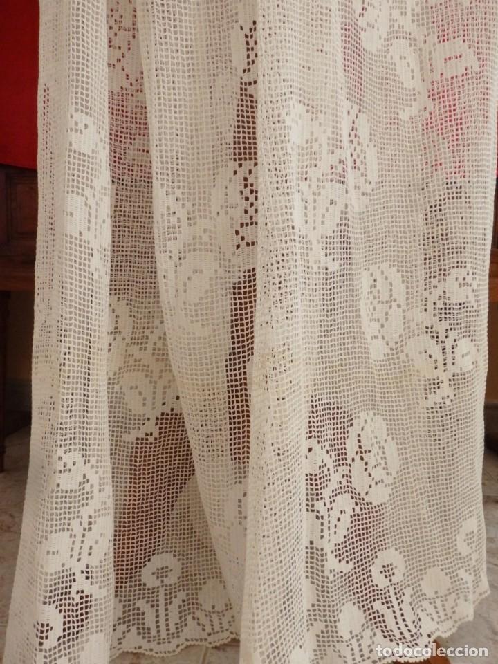 Antigüedades: Alba de amplias dimensiones en algodón y encajes, acompañada de ceñidor y cíngulo. Hacia 1900. - Foto 8 - 153885998