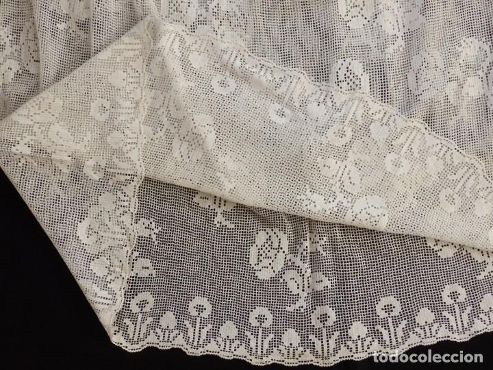 Antigüedades: Alba de amplias dimensiones en algodón y encajes, acompañada de ceñidor y cíngulo. Hacia 1900. - Foto 20 - 153885998