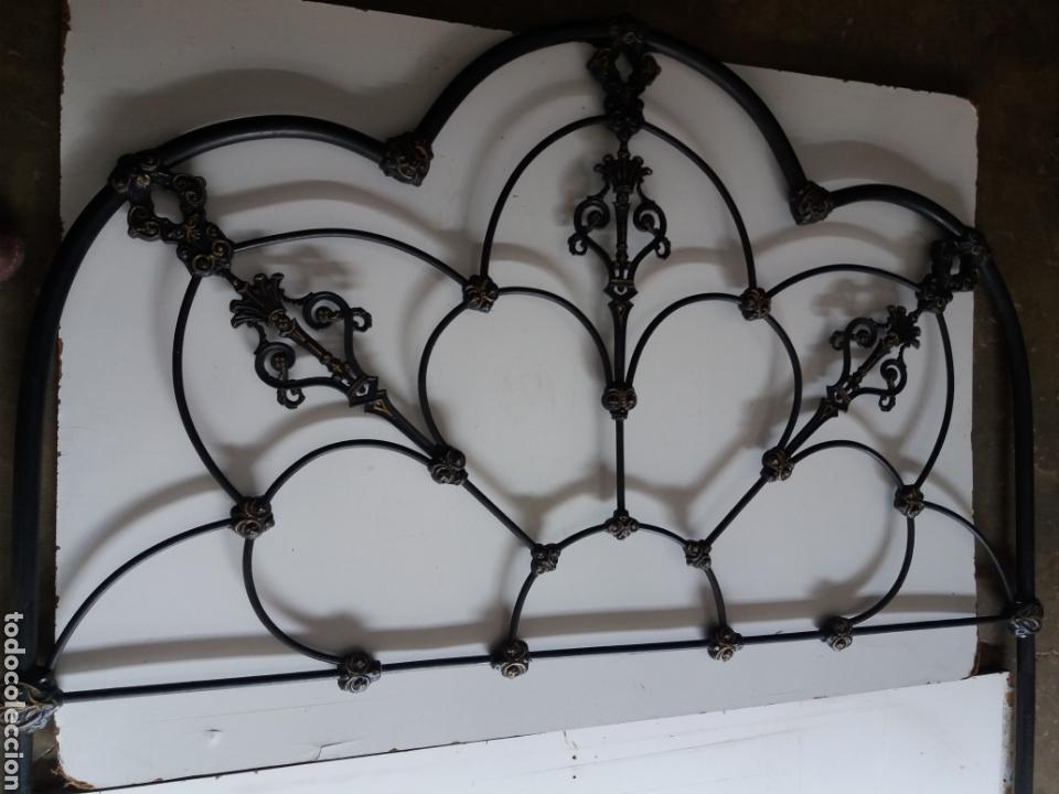 Antigüedades: Cabezal de Cama de hierro - Foto 2 - 153925402