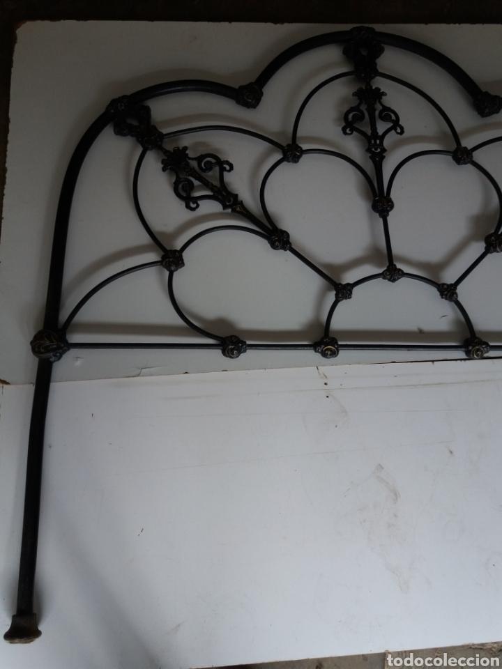 Antigüedades: Cabezal de Cama de hierro - Foto 9 - 153925402