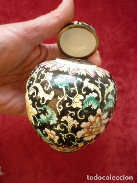 Antigüedades: TIBOR EN BRONCE CLOISONNE, INTERIOR ESMALTADO AL FUEGO EN BLANCO - Foto 2 - 153962450